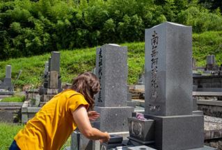 墓石クリーニングをしよう!自分で行う方法や専門家への依頼について